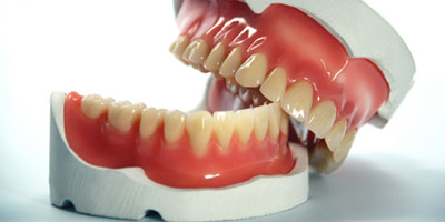 tandproteser vist i gebis
