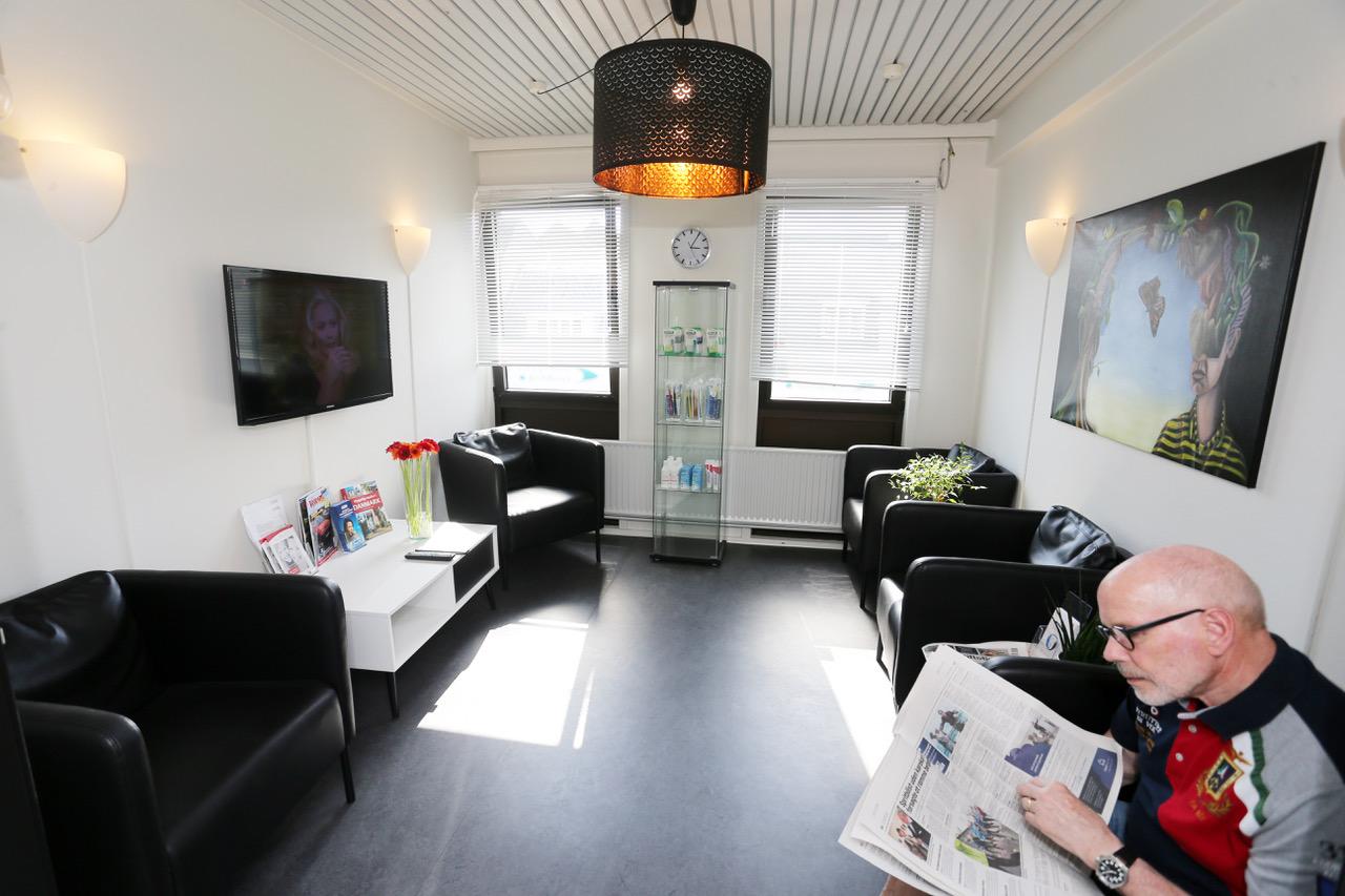 Venteværelset hos tandlæge Albanigades Tandklinik i Odense
